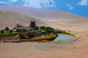 crescent_lake_gobi_desert_china